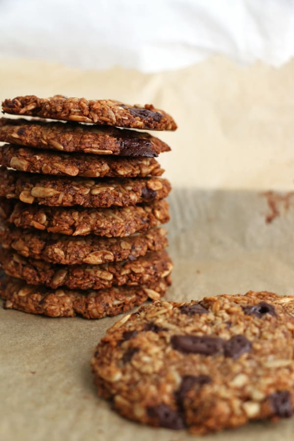 banana-walnut-oat-cookies