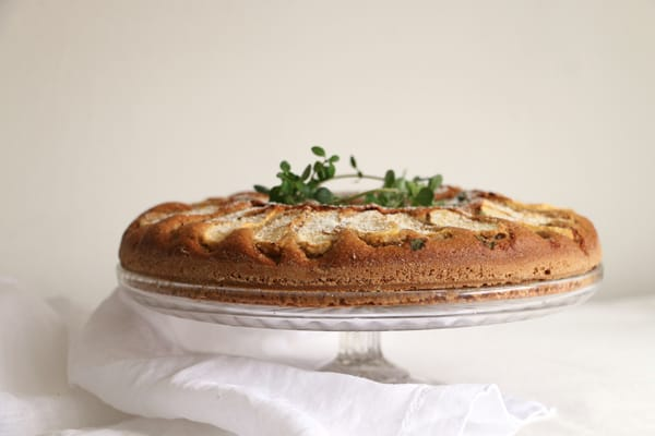 Apple, Thyme and Almond Cake