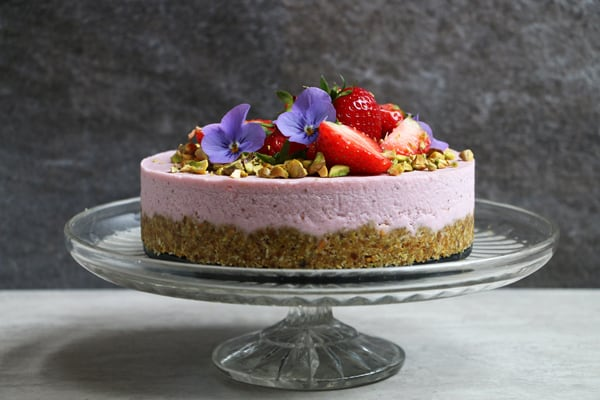 Pistachio and Strawberry Raw Cake (grain-free & vegan)
