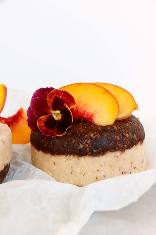 Raw Peach Chocolate Mini Cakes (grain-free & vegan)