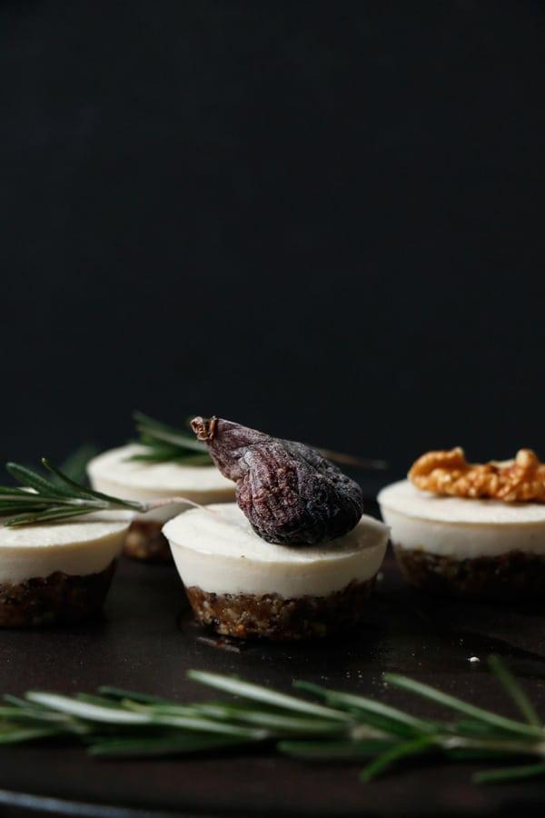 Raw Savoury Mini Vegan Cheesecakes (grain-free)