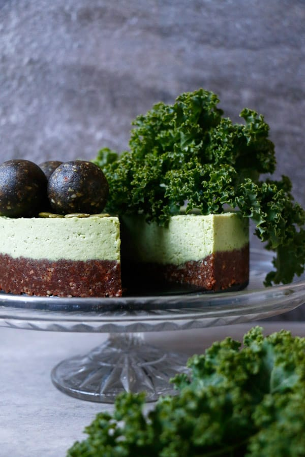 Kale Chocolate Vegan Cheesecake (grain-free & raw)