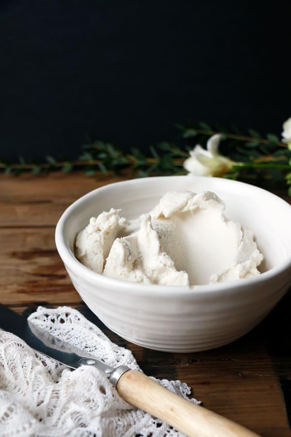 Vegan Macadamia Mascarpone Frosting
