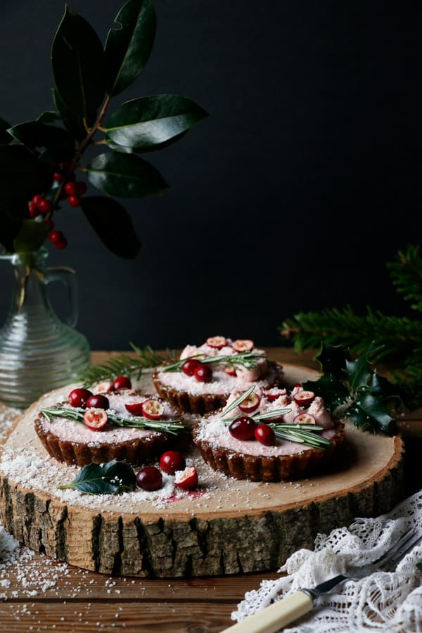 Raw Gingerbread Cranberry Christmas Tarts (grain-free & vegan)