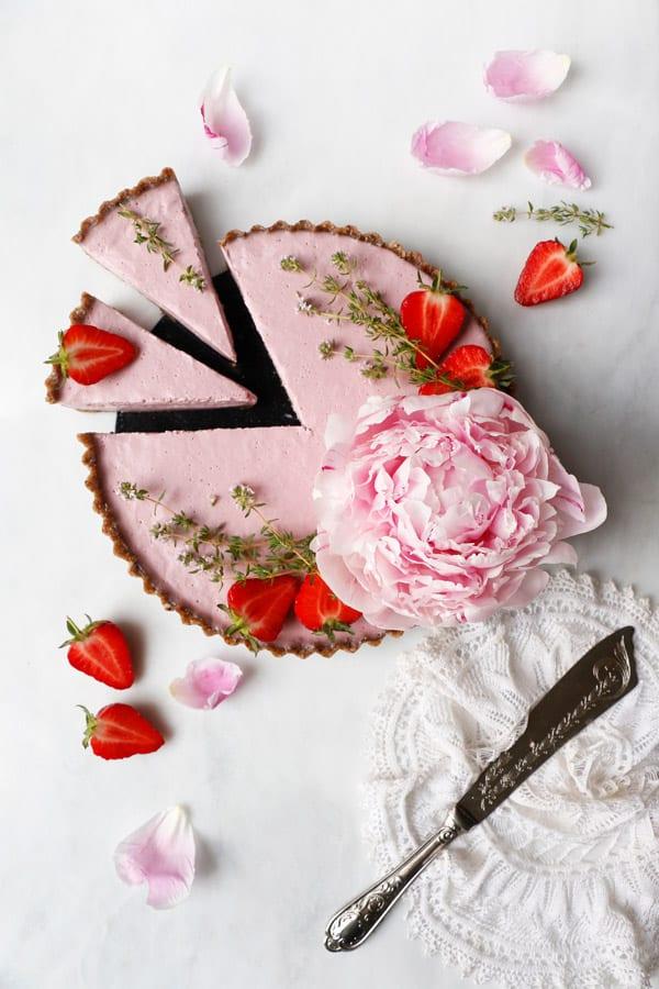 Raw Vegan Strawberry Tart (grain-free)