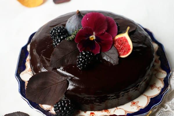 Autumn Chocolate Cake (vegan & gluten-free)