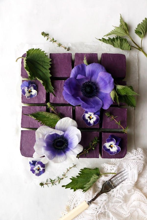 Blueberry Nettle Cheesecake (vegan & grain-free)