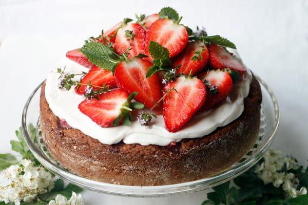 Strawberry Thyme Hazelnut Cake (vegan & gluten-free)